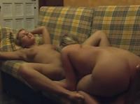 Deutsche Lesben ficken auf der Couch