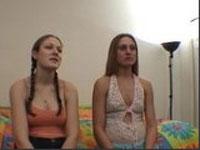 2 Teens beim ersten gemeinsamen Lesbencasting