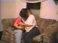Lesbische Amateure ficken im Wohnzimmer