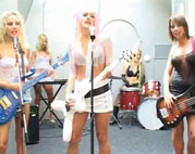 Girlie Band dreht Lesbenporno