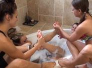Fussfetisch Orgie in der Badewanne