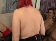 Pfundige Lesben feiern eine Orgie