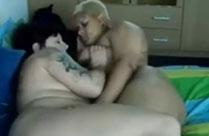 Fette hässliche Lesben lecken sich